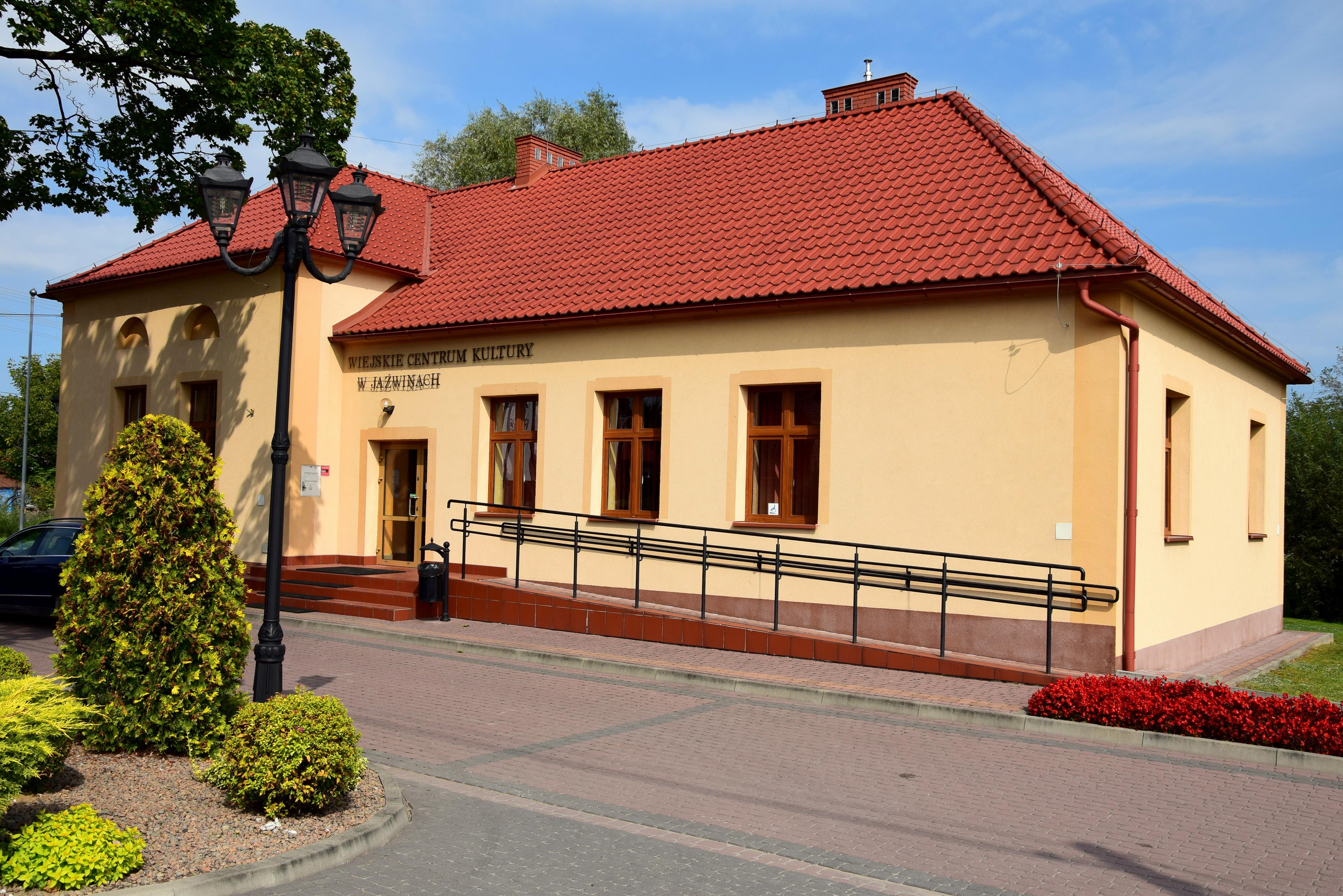 - wiejskie_centrum_kultury_w_jazwinach.jpg